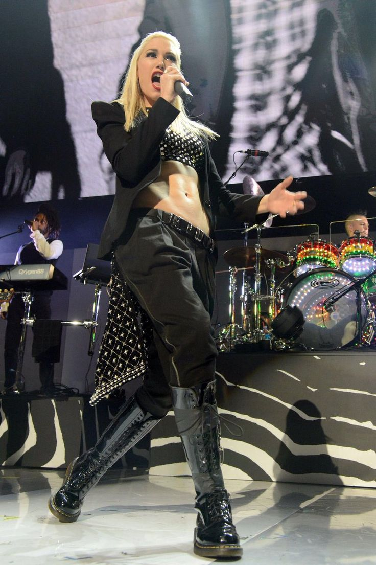 jen on in 2020 Gwen stefani style, Crop top, shorts