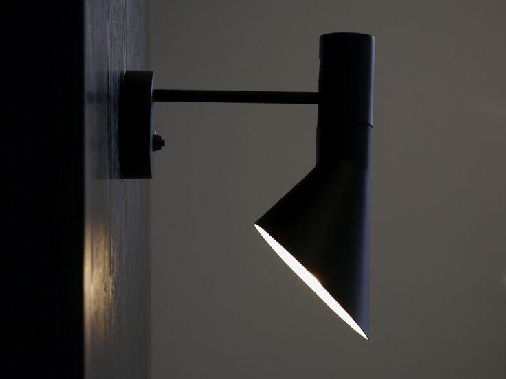 Arne Jacobsen (アルネ・ヤコブセン) AJ ブラケットライト/ブラック - 北欧照明,デザイナーズ家具通販【R&Mインテリアストア】