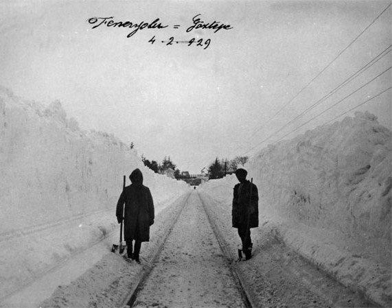 Feneryolu - Göztepe, 4.2.929. Böyle bir kar yağışı uzun zamandır görülmemiştir herhalde...