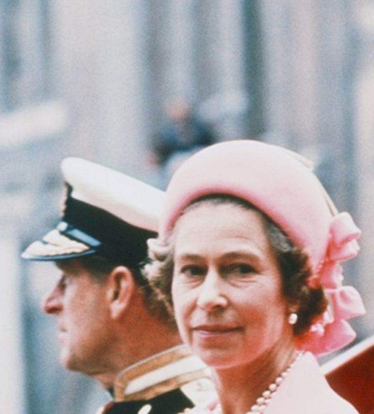HM Queen Elizabeth ll & Prince Philip ride back to the Palace, after lunch at Guildhall, as part of HRH Silver Jubilee celebrations - June 7, 1977