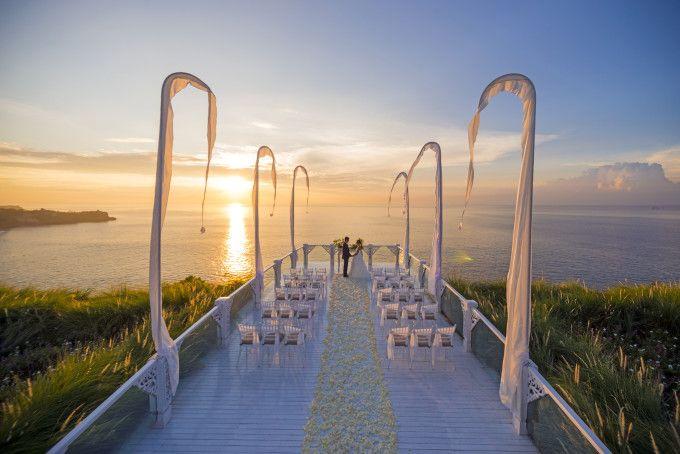 Wedding ceremony in Ayana Resort Bali | Top 10 Most Favorite Wedding Venues in Bali | http://www.bridestory.com/blog/top-10-most-favorite-wedding-venues-in-bali