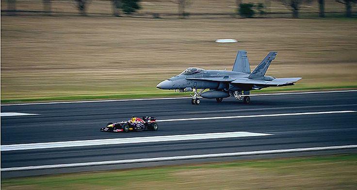 (VİDEO) F1 Yarış Aracı F-18 Uçağıyla Yarıştı F1 Yarış Arabasıyla F-18 Hornet Gösteri Yarışını İzle  6