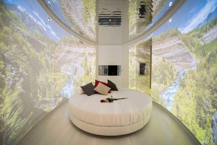 emma_scolari_eyes_room_nature_motel