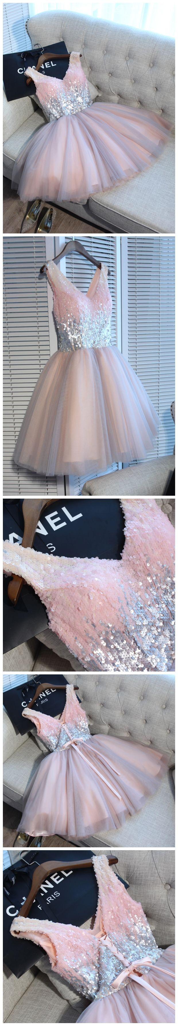 Wir sind völlig verzaubert von diesem märchenhaftem Cocktaildress mit rosa Tüll und Pailletten! Als Abiballkleid oder sogar zu Hochzeiten - dieses Kleid ist ein wahr gewordener Prinzessinnentraum! Kurzes Tüllkleid Rosa Glitzer / Ballerina Abendkleid / Homecoming Dress Pastel Pink Dream Dress / Prom Dress Pastel Pink | Stylefeed