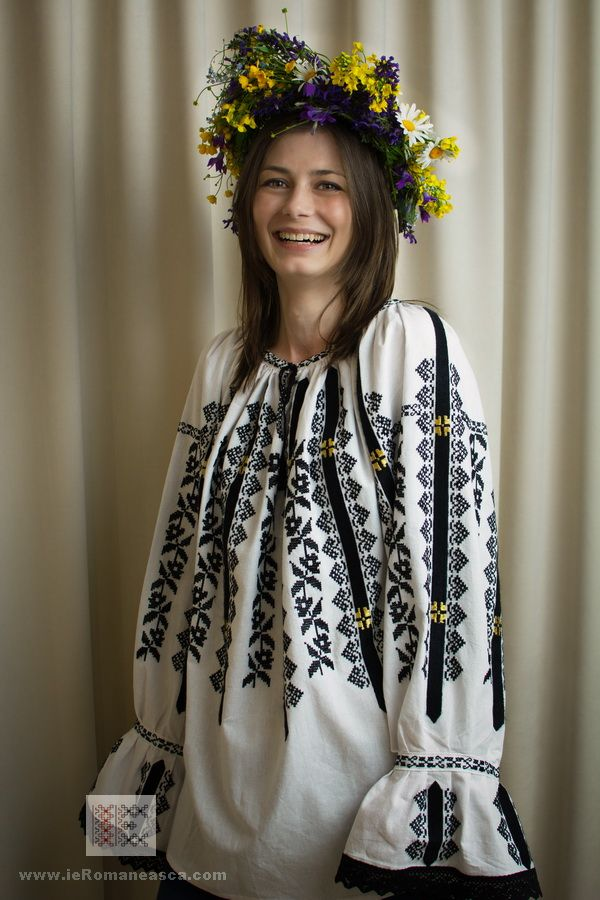 Authentic Hand Embroidered Romanian Blouses - Bohemian top - folk fashion worldwide shipping #vyshyvanka #romanianblouse #ia #ieromaneasca #bohostyle #bohemian #fashion #embroidery #handmade