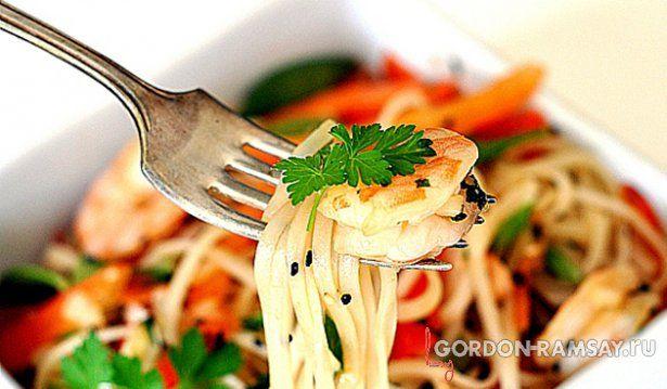 Салат из рисовой лапши с креветками