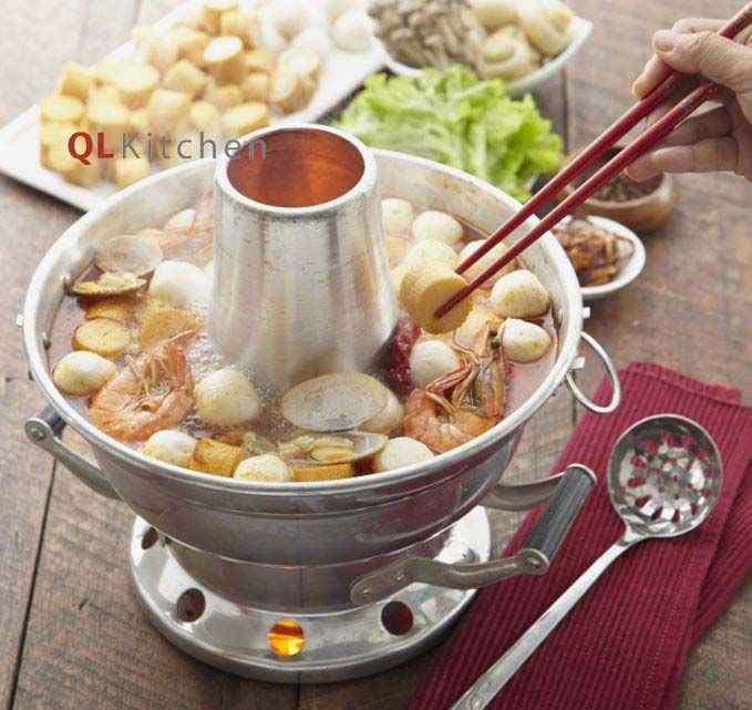 The next instalment of our steamboat series is this deliciously spicy Seafood Steamboat. Get the full recipe with step by step guide here.