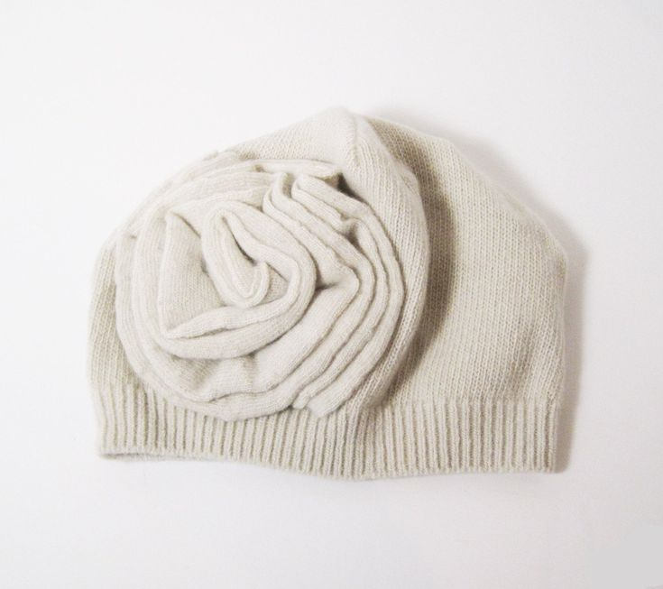 Sophisticated and yet a very trendy hat for your look! 100% Cashmere 2ply One Size fits most Dry Clean Only Mix and match! This product is matchable. Give a loo
