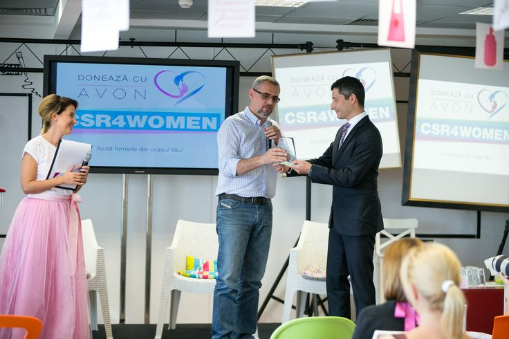 Vlad Petreanu, journalist and blogger, one of the three celebrities awarded in CSR4WOMEN 2014 edition.