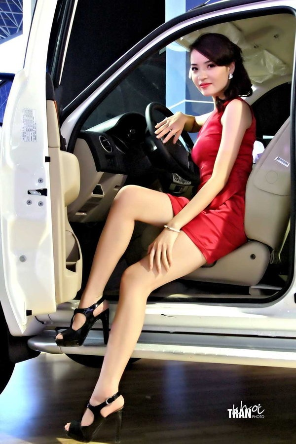 Beauty hotesses salon auto moto pinterest for Hotesse salon moto