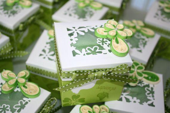 Oltre 25 fantastiche idee su scatoline per bomboniere su - Decorazioni per cresima ...