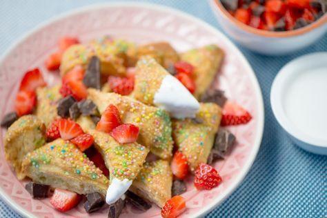 Avondje met vriendinnen? Maak verrassend lekkere zoete nacho's met een dip van meringue en verse aardbeien.