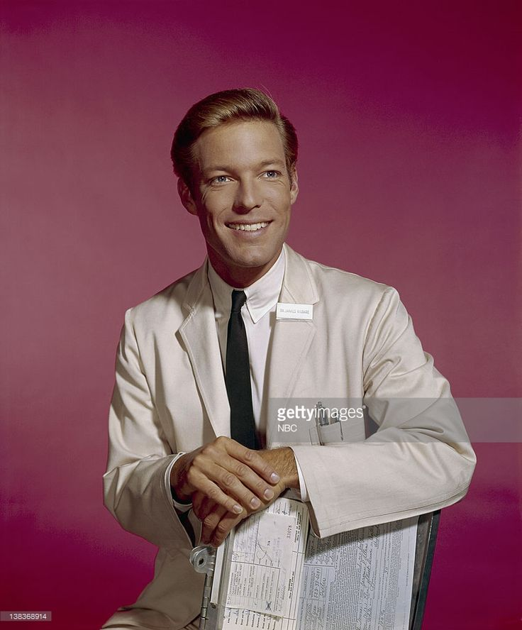 pictured-richard-chamberlain-as-dr-james-kildare-picture-id138368914 (848×1024)