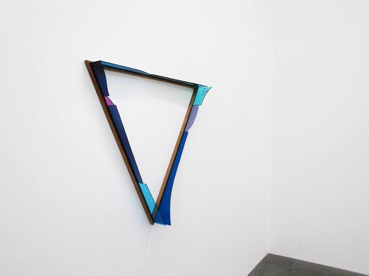 Henrik Eiben - BLUE TRIANGLE - 2012 - Tiffaneyglas, silicon and oakwood, each side 100 cm