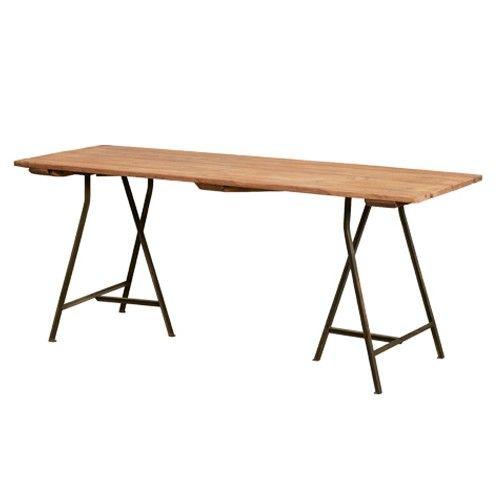 Tafel houten blad op metalen schragen H77 x B186 x D68 cm.