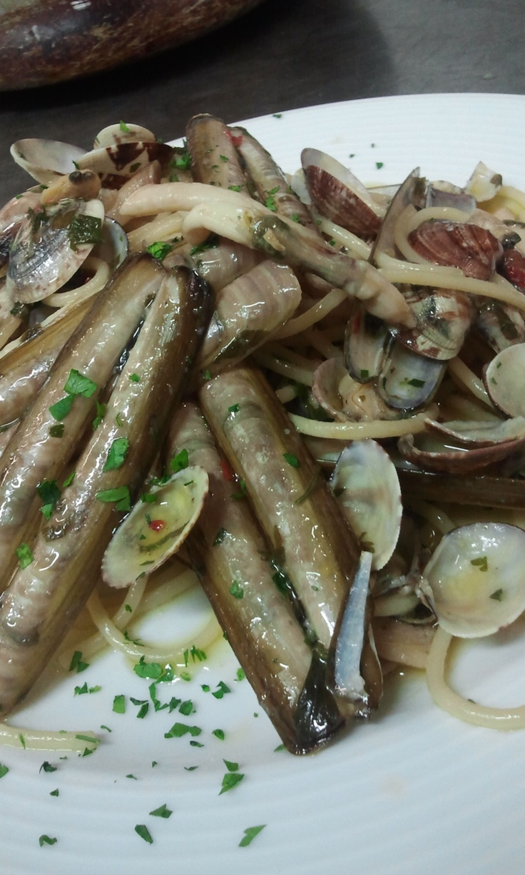 Spaghetti alle vongole e cannolicchi  #food #bagnocerboli #follonica #italianfood #foodfotografy #fishfood #pasta #spaghetti #vongole #cannolicchi