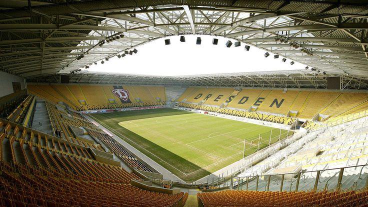 Interior Stadion Dresden, Dresde, Alemania. Capacidad 32.066 espectadores, Equipos locales: Dynamo Dresden y Dresden Monarchs.