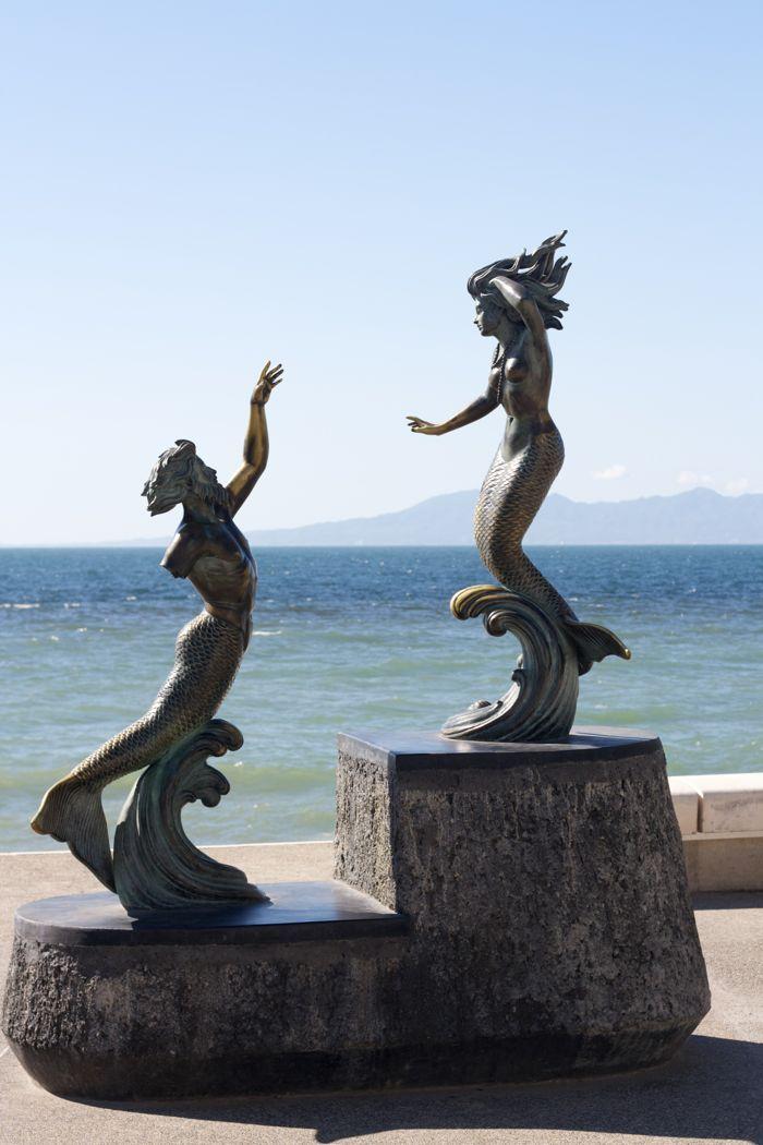 malecon-puerto-vallarta-statues