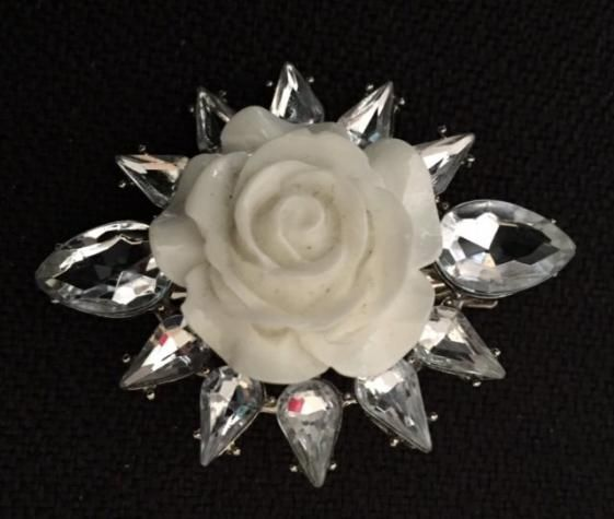 Round She Goes - Market Place - White Rose Crystal Clip