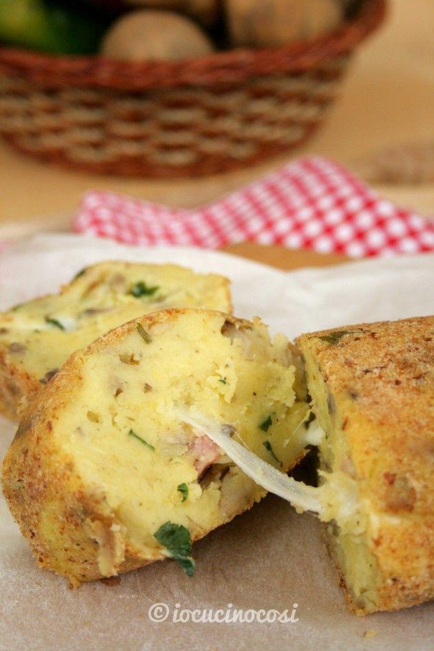 Polpettone di patate con funghi, pancetta e scamorza