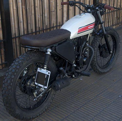 Moto Honda CB1 0 km. street tracker, todo pintado a fuego, cachas de aluminio, cubiertas metzeler enduro 1, manubrio aluminio, todos los repuestos nuevos, asiento de cuero.