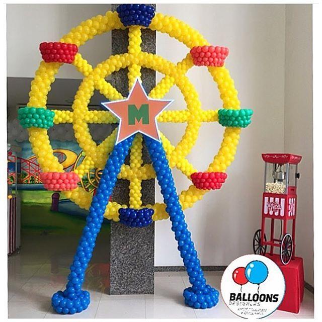 """Escultura em balões: Roda Gigante, para festa Parque de diversões. <span class=""""emoji emoji1f51d""""></span><span class=""""emoji emoji1f51d""""></span><span class=""""emoji emoji1f51d""""></span><span class=""""emoji emoji1f51d""""></span><span class=""""emoji emoji1f44f""""></span><span class=""""emoji emoji1f44f""""></span><span class=""""emoji emoji1f44f""""></span><span class=""""emoji emoji1f44f""""></span>. By: @andrefigueiredoo ..."""