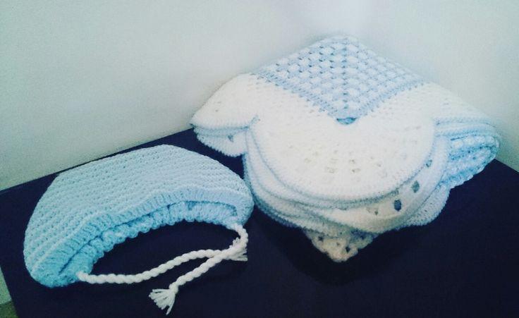 Принимаю заказы на вязанные одеяла для младенцев (спицы, крючок),  любой цветовой гаммы. Звоните 8-90000-128-18. Доставка по всей России.