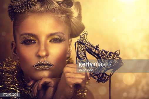 photograpy of a model coverd in gold paint - Google zoeken