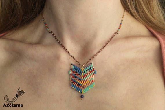 Ensemble original chaine et pendantif en perles tissée par Azetama