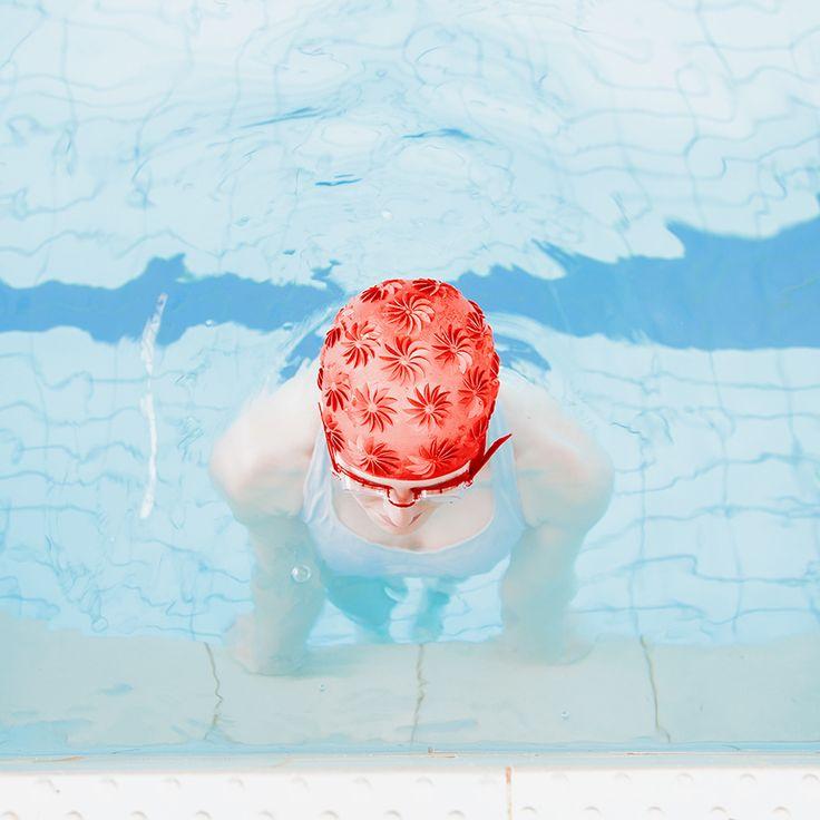 Swimm + Swimming Pool. Progetti fotografici realizzati dalla fotografa slovacca Maria Svarbova, che immortalano le silenziose architetture delle piscine
