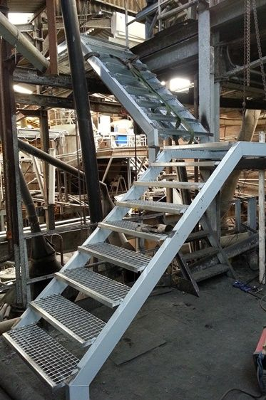Escalera met lica nave industrial escaleras pinterest for Gradas metalicas para interiores