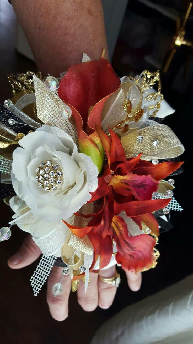 Pink and white prom corsage from Hen House Designs www.henhousedesigns.net