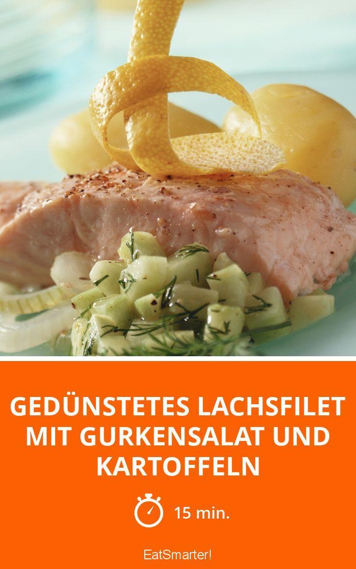 Gedünstetes Lachsfilet mit Gurkensalat und Kartoffeln - smarter - Zeit: 15 Min. | eatsmarter.de