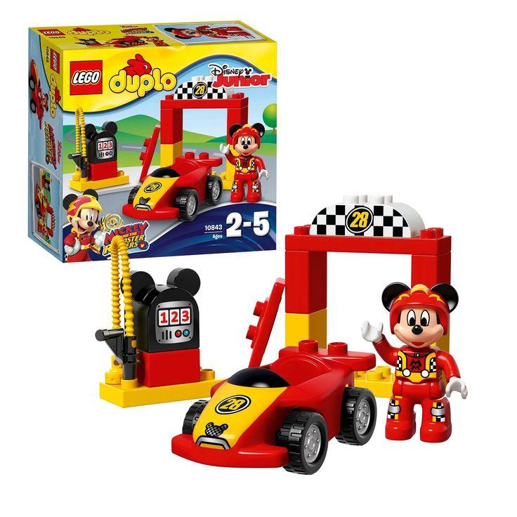 Kleine fans van Mickey Mouse zullen met plezier de raceauto, startboog en benzinepomp met Mickey-oren bouwen en keer op keer herbouwen. Help hen goede motorische vaardigheden te ontwikkelen wanneer ze met de auto spelen, hem bijtanken en klaarmaken voor de race. Zet vervolgens de auto klaar onder de startboog - en racen maar! Inclusief een LEGO DUPLO- figuur: Disney's Mickey Mouse. Afmeting:verpakking 20,5 x 19 x 7,5 cm. - LEGO DUPLO 10843 Mickey's Racewagen