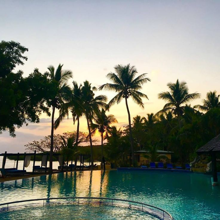 Dusk is just an illusion because the sun is either above the horizon or below it. We'd love to see your #sunset photos - comment below! Vinaka http://www.anchoragefiji.com/