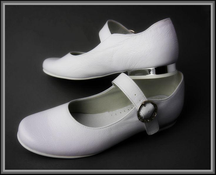 Trójmiasto Obuwie komunijne Gdynia ul 3-go Maja Buty nie tylko do komunii Białe buty dziecięce Gdynia Oferujemy chłopięce buty do komunii w rozmiarach od nr. 30 do 39