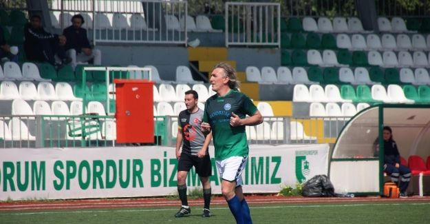 Ünlü futbolcu yıllar sonra yine sahalarda!