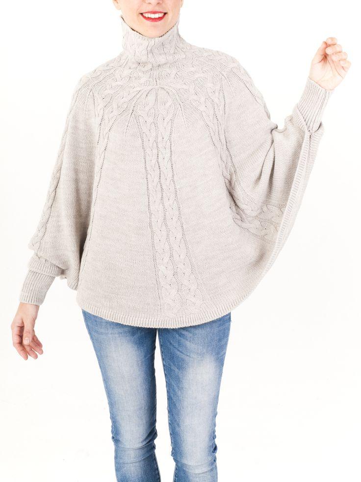 Poncho de cuello chimenea. Punto tricotado en elegantes trenzas con mangas y puños de canalé. Disponible en 6 colores. Regálalo ahora. Aprovecha la oferta.