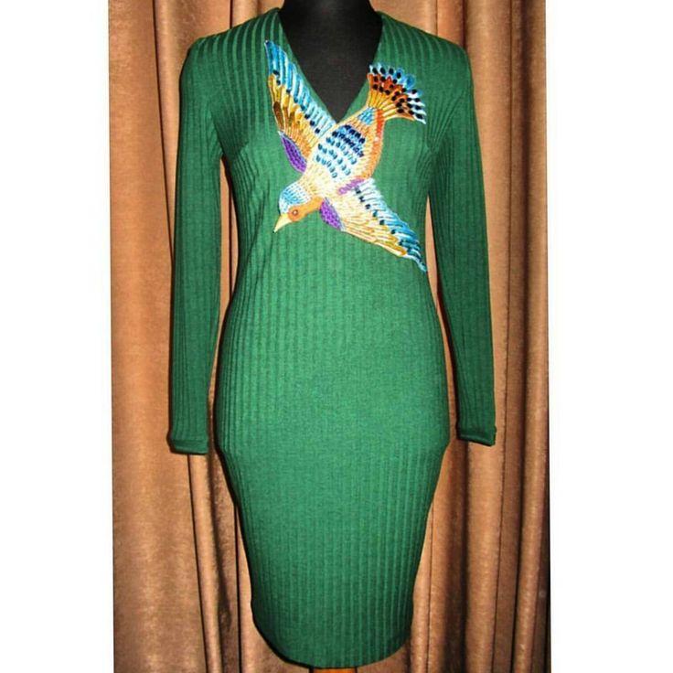 Размер М  Платье из ткани лапша с вышитой и расшитой бирером и камнями  птицей-  по мотивам Gucci   ткань 90%хлопок  10%эластан  Стоимость 13000 т.р.  по всем вопросам в директ✔    #SedovaN   #куплюплатье   #embroidery   #машиннаявышивкаодежды   #gucci   #индивидуальныйпошив   #одежда   #продаетсяплатье  #индивидуальныйпошив   #пошивназаказ   #продажаодежды   #куплюплатье   #платьесвышивкой  #помотивамgucci