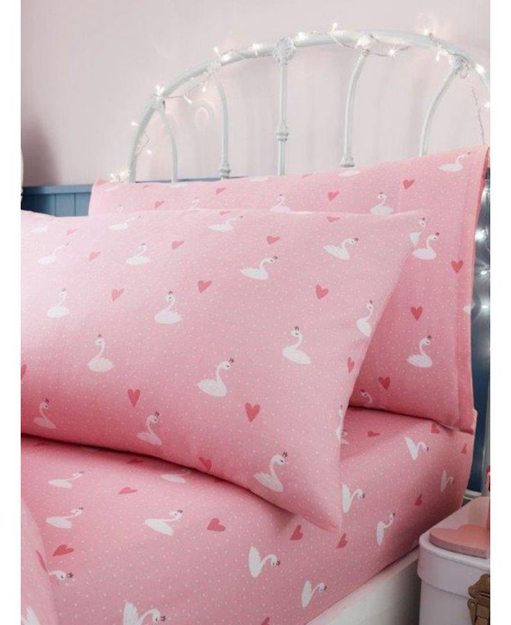 This Princess Swans Single Fitted Sheet and Pillowcase Set is the perfect finishing touch for any bedroom. Matching bedding and free UK delivery available.