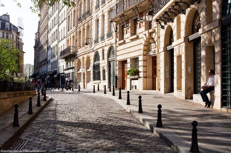 Place Dauphine - Journey into la Ville Lumière