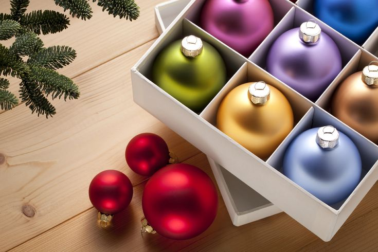 This season fill your home with holiday cheer and provide a warm and welcoming space for your guests with these 5 easy decorating ideas #christmas #decor   Dunpar Homes