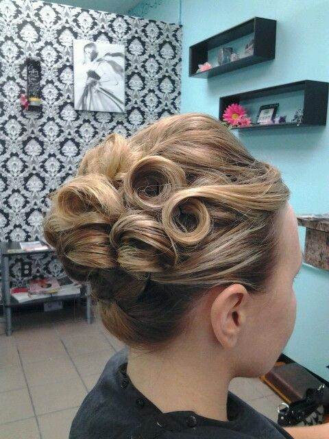 Excellent 1000 Ideas About Pin Curl Updo On Pinterest Pin Curls Curls Hairstyle Inspiration Daily Dogsangcom