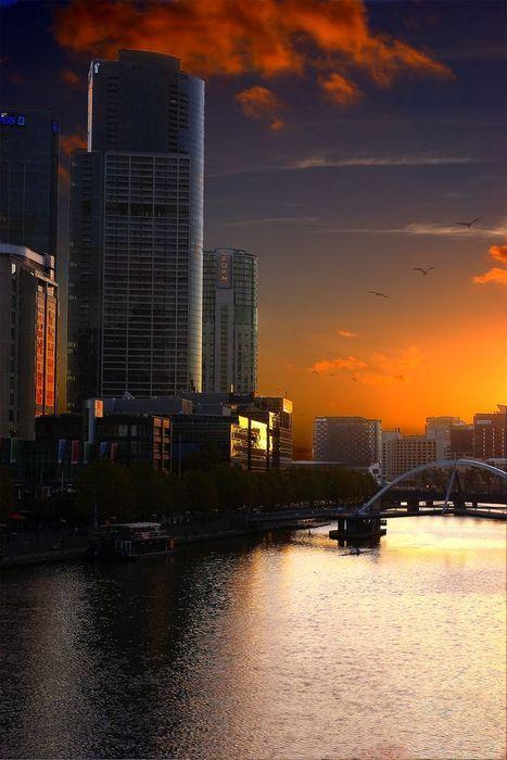 Melbourne sunset over the Yarra.