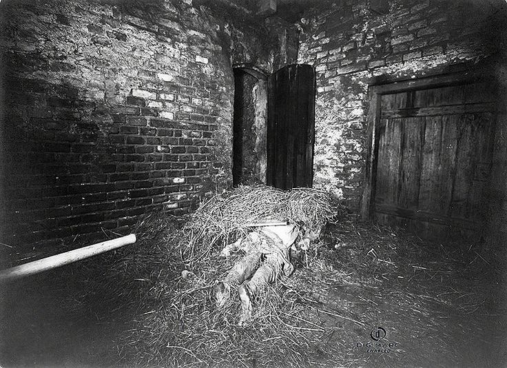 13 Haunting Photographs That Still Remain Unexplained