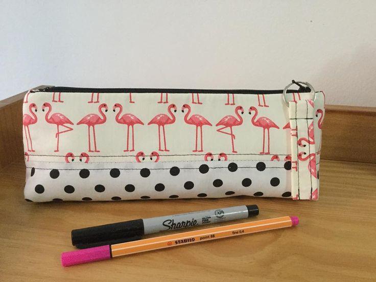 Estojo/Pencil Case/ Trousse#estojo #pencilcase #trousse #flamingos #maquiagem #comprodequemfaz Disponível!!!
