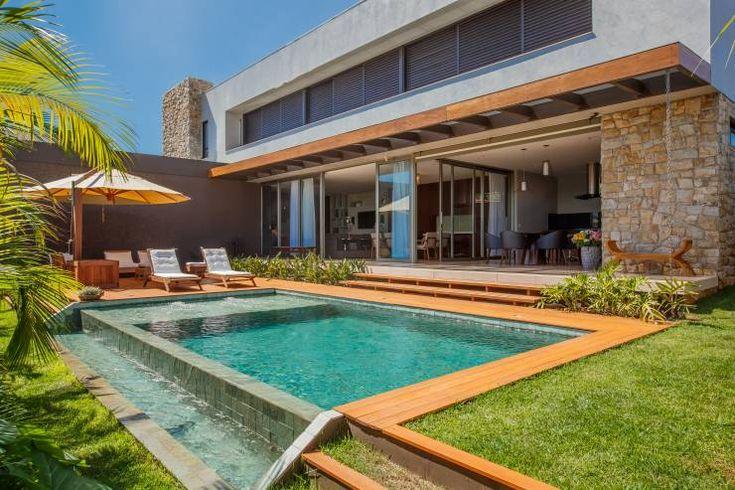 Piscina piscinas modernas por wtstudio casas de campo for Piscina y candidiasis