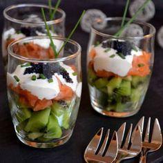 Verrines kiwis et saumon fumé, fromage frais à la ciboulette : 70 recettes de verrines sucrées et salées pour les fêtes - Journal des Femmes Cuisiner