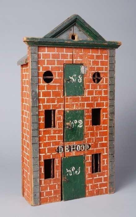 """Miniatuur pakhuis """"De Hoop"""", hoog, smal en zeer ondiep huis, met geschilderde bakstenen en groen deuren en lijsten - Museum Rotterdam"""
