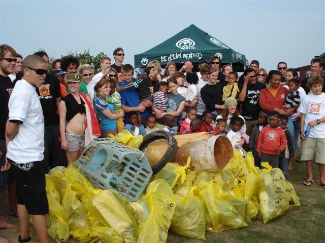 Ocean Minded Hosts Jeffrey's Bay Beach Clean Up | News | Transworld Surf